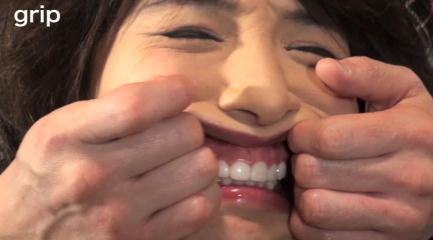 強制口腔ほぐしで口や歯を責められる奴隷女の鏡らん