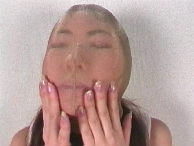 パンストを被り上から引っ張り上げる!美人がブサイク顔になるギャップ萌え!